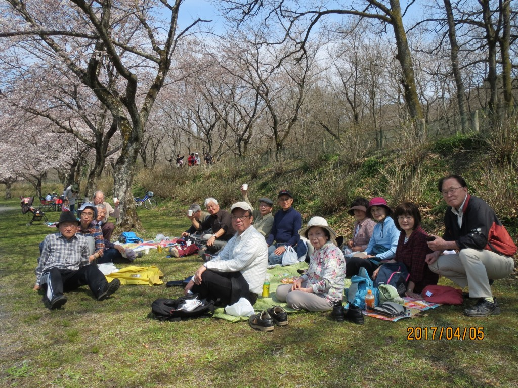 巾着田にて昼食_0441